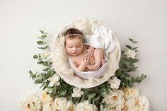newborn photo with prop, newborn photo, newborn photography, prop photo, baby gi. Foto Newborn, Newborn Baby Photos, Newborn Poses, Newborn Photo Props, Newborn Pictures, Baby Girl Newborn, Baby Boy, Newborns, Newborn Nursery