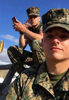 Great selfie.. Hot Army Men, Sexy Military Men, Military Love, Hot Men, Anime Boy Hair, Men In Uniform, Marines Uniform, College Guys, Hot Cops