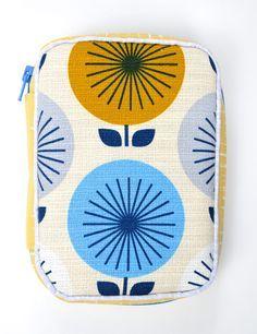 Ikat Bag tutorial: Zip A Bag Chapter 14: Zippered-Gusset Utility Case. Fabric by Jessica Jones.