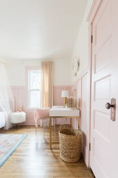 A beautiful Pink and Gold Girls Bedroom Decor Ideas with a modern yet delicate touch, fun seating, and functional desk space - perfect for all ages! Pink Bedroom Decor, Bedroom Sets, Girls Bedroom Pink, Pink Vintage Bedroom, Pink Gold Bedroom, Wicker Bedroom, Gray Bedroom, Bedding Sets, Bedroom Furniture