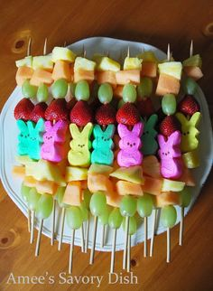 Easter Appetizers to Serve Before Your Big Holiday Feast Peep Fruit Kabobs: A semi-healthy and fun alternative to all that Easter candy, these colorful kabobs are a great appetizer for kids.Peep Fruit Kabobs: A semi-healthy and fun alternative to all tha Easter Snacks, Easter Appetizers, Appetizers For Kids, Easter Peeps, Easter Candy, Easter Brunch, Easter Treats, Easter Food, Easter Stuff