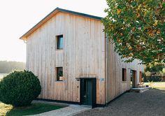 Holzhaus im Chiemgau - Lebensraum Holz Handmade Wooden, Black House, Tiny House, Garage Doors, Shed, Outdoor Structures, Building, Outdoor Decor, Home Decor