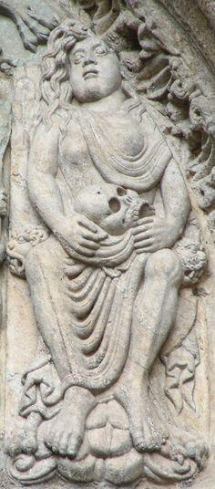 Mujer adúltera. fachada de Platerías, Catedral de Santiago de Compostela.