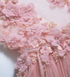 Design dresses wedding haute couture Ideas for 2019 Couture Embroidery, Embroidery Fashion, Beaded Embroidery, Hand Work Embroidery, Hand Embroidery Designs, Bridal Flowers, Beaded Flowers, Lace Fabric, Fabric Flowers
