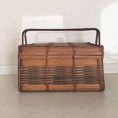 愛着のある竹籠。 #竹籠#竹かご #とても丈夫 #ピクニックバスケット #古いもの#retro #癒される #籠好き その② #今日から9月 #vsco #vscocam