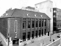 De Frieslandbank en de Bondsspaarbank aan het Zaailand. Leeuwarden Netherlands, Dutch, Was, Black And White, History, Architecture, Fries, The Nederlands, Arquitetura