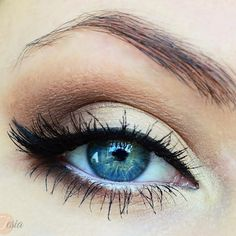 Dazzle on your next special occasion in this classic and beautiful eye makeup. Recreate it by following the video using these amazing products.