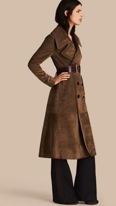 A suede coat cut with a classic double-breasted closure and wide revere collar. The tapered waist features an integrated martingale to cinch the silhouette and a softly pleated skirt for movement. Suede Trench Coat, Trench Coat Outfit, Suede Jacket, Burberry Coat, Burberry Women, Summer Coats, Mode Mantel, Coats For Women, Double Breasted