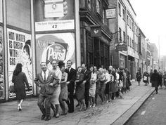 Joe Loss leading the conga outside the Hammersmith Palais  https://pbs.twimg.com/media/CY2dHsrWcAA_iU6.jpg:large