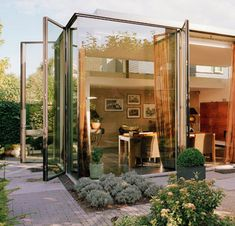open-plan characterize glass volume rear house extension