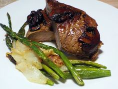 Steak with Roasted Pears and Asparagus