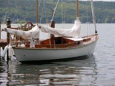 .Looks like a Rozinante ketch by L. Francis Herrshoff. 27'     This would be about right (realistic --knowing my situation) for single-handed cruising.