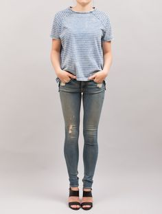 Casual slitt jeans med middels høyde på livet. Behagelig stretchkvalitet.98% bomull, 2% polyuret