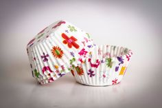 CUPCAKE baking cups with paper flowers 70 's hippy by buyititaly, €2.99