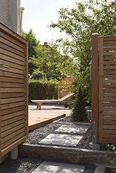 Sichtschutzelemente aus Lärche für den Garten