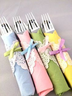 DIY High tea napkins. Do a tea party with al your friends and make self these cute napkins.