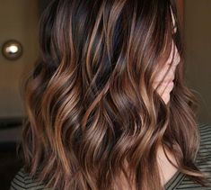 10 peinados largos balayage ombre de sutiles a impresionantes // # impresionantes . - 10 peinados largos balayage ombre de sutiles a impresionantes // # Impresionante # BalayageOmbré # - Root Beer Hair, Hair Color Balayage, Balayage Hair Brunette Caramel, Balayage Ombre, Brown Hair With Caramel Highlights Medium, Brown Hair With Caramel Highlights Dark, Brunette Hair Color With Highlights, Caramel Balayage Highlights, Blonde Hair