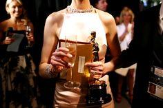 Oscar 2013: os melhores momentos do red carpet que você não viu - Vogue   Red carpet. Anne Hathaway.