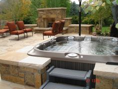 Awesome Outdoor Jacuzzi Ideas for a Relaxing Weekend. With the flow of warm water and bursts of water that create bubbles, soaking in the outdoor Jacuzzi to relax and relieve stress. So you re-energize an. Spa Jacuzzi, Jacuzzi Outdoor, Hot Tub Backyard, Hot Tub Garden, Backyard Pools, Pool Decks, Diy Garden, Whirlpool Deck, Backyard Patio Designs