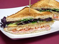 Hot Sandwich Recipes, Sandwiches For Lunch, Hamburgers, Baguette, Tapas, Deli Food, Chapati, Quick Meals, I Love Food