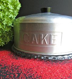 50s covered Cake plate vintage retro  housewares collectable aluminum housewarming shabby cottage farmhouse  home decor mid century. $35.00, via Etsy. Cake Tins, Cake Plates, Shabby Cottage, Cottage Farmhouse, Shabby Chic, Vintage Kitchen, Retro Vintage, Pie Carrier, Cake Stand With Dome