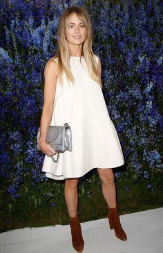 bolsa prata + vestido branco