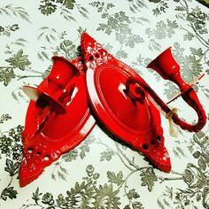 Vintage wall sconces upcycled in a bright red Hollywood Regency style. These are the absolute perfect item to add that gorgeous pop of color to any room! Only $13.95 for the set of 2 Www.facebook.com/strawberhilluniqueupcyclingboutique #unique #upcycle #Boutique #leaguecity #diy #chalkpaint #cute #summer #fleamarketflip #DIY #hollywoodregency #strawberryhill