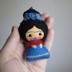 Llavero Frida Kahlo muñeca de fieltro 100% por UnBonDiaHandmade