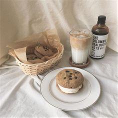 aesthetic, food, and beige image # Food and Drink aesthetic ig: uploaded by 「 ᴍᴏᴏɴ 」 on We Heart It Food Porn, Good Food, Yummy Food, Healthy Food, Think Food, Cafe Food, Food Menu, Milk Tea, Ice Milk