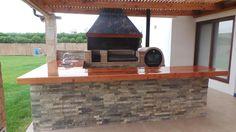 QUINCHO M.LOZANO Rustic Outdoor Kitchens, Outdoor Kitchen Grill, Outdoor Kitchen Design, Outdoor Patio Designs, Barbecue Area, House Yard, Outdoor Tables, Outdoor Decor, Metal Homes