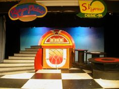 grease stage backdrops - Google Search Set Design, Design Ideas, Stage Backdrops, Diner Aesthetic, Grease Musical, Play Sets, Special Effects, Jukebox, Staging