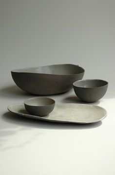 Sleek yet earthy and neutral ceramic bowl set with neutral tones and clean lines. These handmade stoneware bowls are a great set of dishes and would look great in any modern or minimal kitchen or table setting. The tableware looks fantastic. Ceramic Tableware, Ceramic Bowls, Ceramic Pottery, Ceramic Art, Slab Pottery, Pottery Vase, Porcelain Ceramic, Ceramic Mugs, Japanese Ceramics