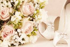 Memories for a bride : bouquet and shoes