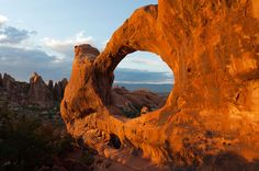 great land and stone formations in arches nat' park
