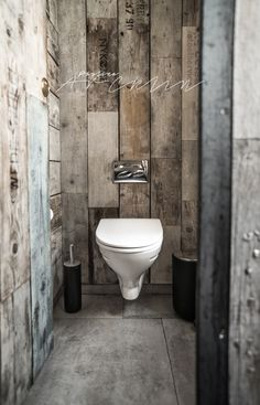 Could line the walls of bathroom with pallets or planks for a minimal rustic vibe PaulinaArcklin-3042