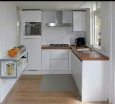 Hout en wit kleine keuken/ white small kitchen