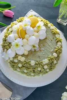 A light, airy, green tea cake that has the best matcha frosting! This matcha vanilla cake will delight and surprise your guests! Chocolate Lasagne, Chocolate Desserts, Custard Recipes, Cake Recipes, Sorbet, Funnel Cake Cupcakes, Biscotti, Brownies, Cannoli Cake