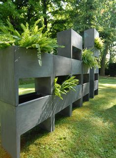 Tuttisuperterra is a brick to build greenery walls. Assembling and stacking up the different elements that compose this modular system.