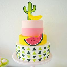 Oh yeah, bring on summer with this amazing cake! | Best Friends for Frosting