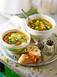 Indian Cooking : Chicken soup with spring veg & pasta Chicken And Veg Soup, Chicken With Olives, Veg Soup Recipes, Healthy Chicken Recipes, Lunch Recipes, Pasta Primavera, Jamie Oliver Chicken, Soups And Stews, Crockpot