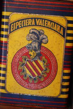 Especieras Valencianas en una tienda del pasado