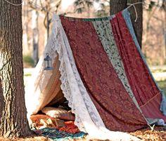 Boho meditazione vintage Gypsy patchwork pizzo tenda letto baldacchino TeePee nozze foto prop gioca tenda riparo festival di Boemia hippy glamping di TheLookFactory su Etsy https://www.etsy.com/it/listing/185965653/boho-meditazione-vintage-gypsy-patchwork