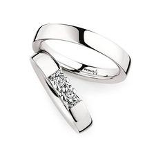 Die wahre Liebe ist unvergänglich, genauso das Platin dieses Ringpaares.  Damenring: 950 Platin   Breite 4,0 mm   3 Diamanten   Brillant 0,30 ct  Herrenring: 950 Platin   Breite 4,0 mm