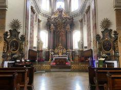 Inside Stadtpfarrkirche St. Blasius #Fulda. #church #architecture #building #sunshine #travel #tourism #tourist #attraction #christian #christianity #Hesse #IgersFulda #Germany #Deutschland #explore #seetheworld #history #culture #symmetry #altar #art #wood #cross #crucifix