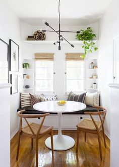 🍀Cub & Clover 🍀 This modern boho dining nook by Katie Hodges Design balances just the right amount of bohemian and modern. copycatchic recreates it for less! luxe living for less budget home decor and design daily finds and room redos Dining Room Design, Dining Room Decor, Interior Design, House Interior, Living Room Scandinavian, Interior, Dining Nook, Art Deco Home, Home Decor