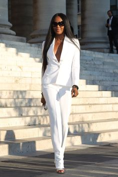 Pin for Later: The 16 Hottest Model Moments From the Versace Couture Show Naomi Campbell Made a Crisp White Suit Look Fierce Fashion Week, Love Fashion, Fashion Models, Celebrities Fashion, Naomi Campbell, Style Couture, Couture Fashion, Couture Week, Top Models