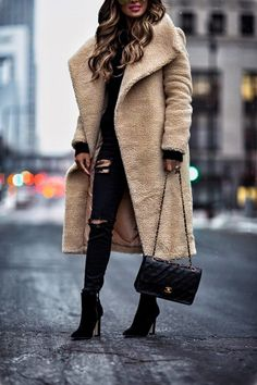 04 JAN, 2018 Best Teddy Bear Coats Under $150 -Outfit Details: Missguided Teddy Coat H&M Black Sweater Topshop Black Ripped Denim Chanel Bag Quay Gold Sunglasses Marc Fisher Velvet Booties