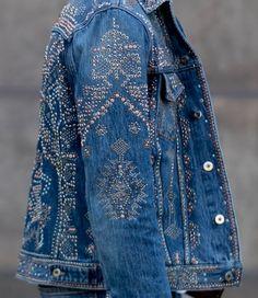 / embellished denim jacket / Mode Jeans, Men's Jeans, Looks Country, Denim Ideas, Embellished Jeans, Recycled Denim, Denim Coat, Look Cool, Denim Fashion