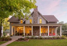 Nice 85 Modern Farmhouse Exterior Design Ideas https://homstuff.com/2017/06/05/85-modern-farmhouse-exterior-design-ideas/