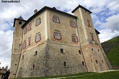 Castel Thun in primavera #castello #trentino #valdinon